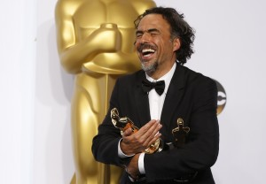 "Mexican Director Alejandro G. Inarritu holds his three Oscars for for his film ""Birdman"" which won best director, best original screenplay and best picture at the 87th Academy Awards in Hollywood, California February 22, 2015. REUTERS/Lucy Nicholson (UNITED STATES TAGS:ENTERTAINMENT) (OSCARS-BACKSTAGE) - RTR4QPTL"